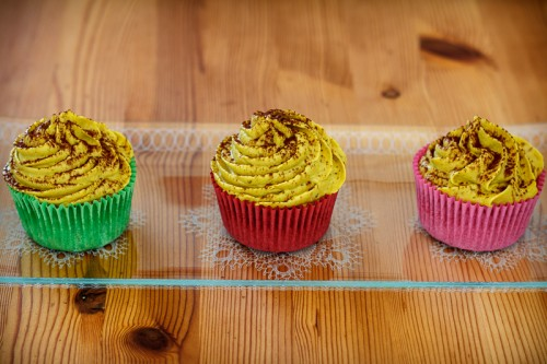 Cupcakes med banancreme og kakaopulver