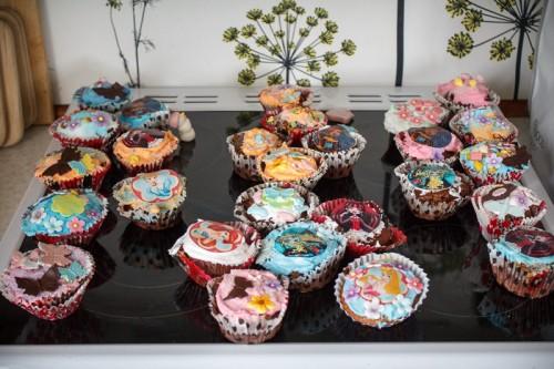 Dagens cupcakes pyntet af Døgg, Helena og Mika