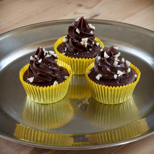 Chokolade cupcakes med peanut-butter ganache