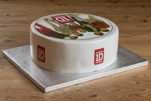 Fødselsdagskage med 1D sukkerprint, bagside