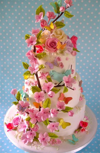 Kage med blomster og fugle