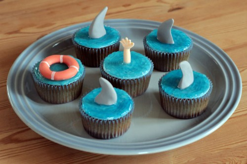Shark Week cupcakes med piping gel vand